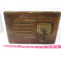 ELECTRIC RADIO (T EATON CO. VIKING) *WOOD CABINET*
