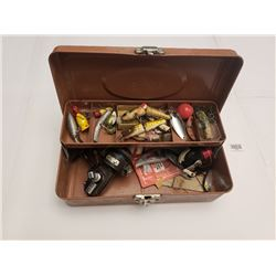 TACKLE BOX *C/W ASSORTED VINTAGE LURES*