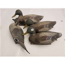 4 DUCK DECOYS (3 INFLATABLE & 1 PLASTIC)