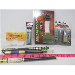 LOT OF 7 HUNTING & FISHING (RAPALA, BUCK BOMB, DUAL, NIRK, PORCUPINE)