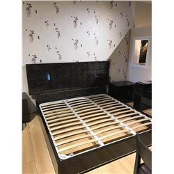 NEW KINGSIZE ULTRA MODERN DARK WOOD GRAIN PLATFORM BED WITH 2 NIGHTSTANDS AND LED LIGHTING RETAIL $5