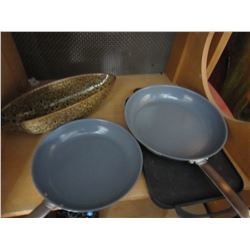 LOT OF KITCHEN WARES CAST IRON PAN AND 2 FRYING PANS