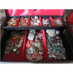 VINTAGE JEWELLRY CASE WITH CONTENTS