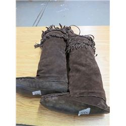 ELABORATE HAND BEADED MUKLUKS *LEATHER* (MENS SIZE 10/11)
