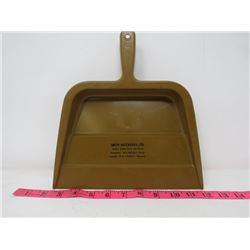 DUSTPAN (SMITH HATCHERIES) *HUSKY CHICKS FROM THE NORTH*