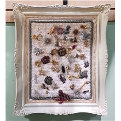FRAMED DISPLAY OF VINTAGE COSTUME JEWELRY