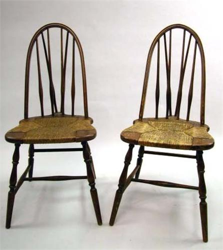 Attrayant Image 1 : A PAIR OF CONTINUOUS BACK BRACE BACK RUSH SEAT WINDSOR SIDE CHAIRS