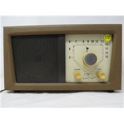 TABLETOP RADIO (AUDIOTRONICS CORP USA, TURNS ON BUT VOLUME POT NEEDS CLEANING) *TUBE, MODEL 222 SER#