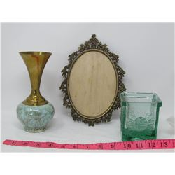 LOT OF 3 DECORATIVE HOUSEHOLD ITEMS (PICTURE FRAME, VASE, SQUARE GLASS JAR)