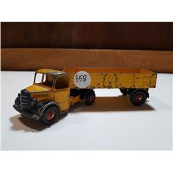 DINKY TOYS TRUCK WITH TRAILER