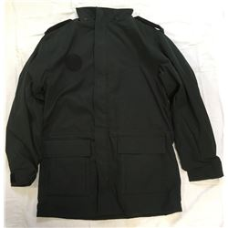 NEW CANADIAN FORCES ALL SEASON LAND COAT (CADET) *LARGE MADE IN CANADA, NEW IN ORIGINAL PACKAGING*