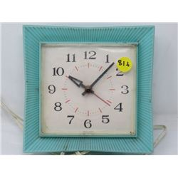 ELECTRIC CLOCK (RETRO) *MADE IN CANADA*