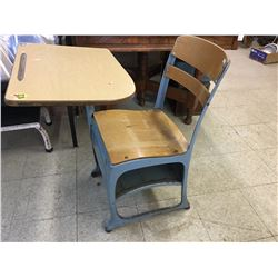 SCHOOL DESK (RETRO)