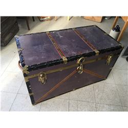 METAL TRUNK WITH INSERT (40 X 21 X 22 1/2)