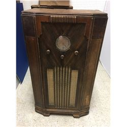 FLOOR RADIO (ANTIQUE)