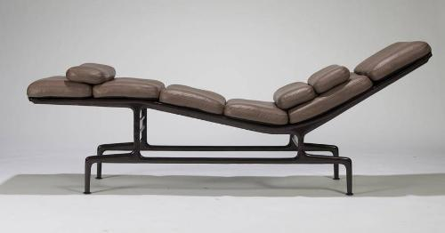 Image 1 : Charles And Ray Eames Chaise Lounge (model No.
