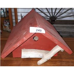 BARN RED BIRDHOUSE
