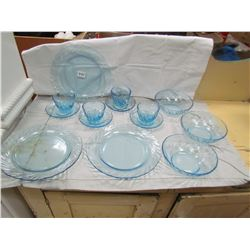 LOT OF 14 PIECES OF BLUE SWIRL GLASS