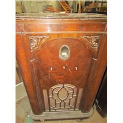 UPRIGHT CABINET RADIO (WESTINGHOUSE) VENEER IS GOOD *25 x 14.5 x 40 INCHES