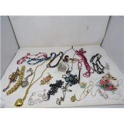 LOT OF ASSORTED COSTUME NECKLACES (OVER 50 PCS)