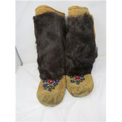 BEADED LEATHER MOCASSINS (FUR TRIM, LEATHER SOLED, FLEECE LINED) *FIT SIZE 8 OR 9*