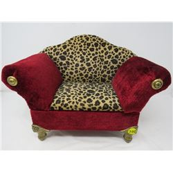 JEWELERY BOX (UNIQUE VICTORIAN LOVESEAT DESIGN) *VERY NICE* (APROXIMATLY 8 INCHES WIDE)