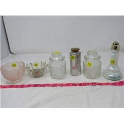 LOT OF ASSORTED HOUSEHOLD ITEMS (SMALL LAMP SHADE, GLASS CONTAINERS, SALT PEPPER ETC...)