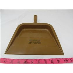 SMITH HATCHERIES PROMOTIONAL PLASTIC DUST PAN