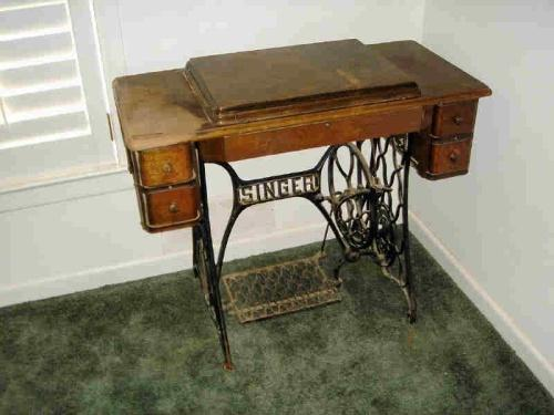 - ANTIQUE SINGER SEWING MACHINE IN CABINET
