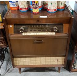VINTAGE CARUSO FLOOR MODEL RADIO