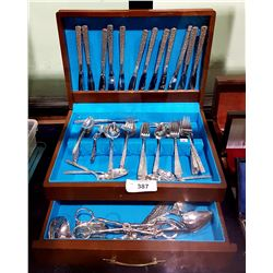 APPROXIMATELY 80 PIECES OF INTERNATIONAL SILVER PLATE FLATWARE SET IN CANTENE WITH EXTRAS