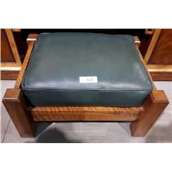 VINTAGE MISSION STYLE OAK AND LEATHER FOOT STOOL