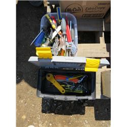LOT INCLUDING TOOL BOX AND ASSORTED TOOLS (PLIERS, CRESCENTS, SCREWDRIVERS, ETC…)