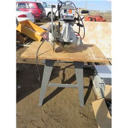 RADIAL ARM SAW ( BLACK AND DECKER)