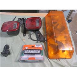 LOT OF VEHICLE LIGHTS (BEACON LIGHT) *2 X TAIL LIGHTS* (FLOOD BEAM) *1 TRAILER LIGHT*