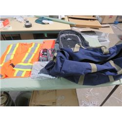 ASSORTED LOT OF ITEMS (3 PAIRS GLOVES, SAFETY VEST, BACK PACK, DUFFLE BAG)