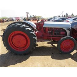 TRACTOR (FORD) *RUNS GREAT*