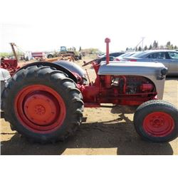 TRACTOR (FORD ) *RUNS GREAT*