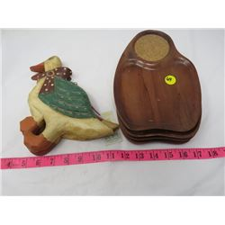 LOT OF 2 WOODEN DUCKS & 4 SANDWHICH TRAYS
