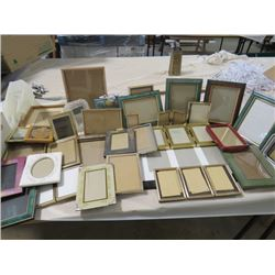 LOT OF ASSORTED PICTURE FRAMES ( VARIOUS SIZES)