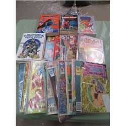 LOT OF 35 COMIC BOOKS AND 4 COMIC PRICE GUIDES