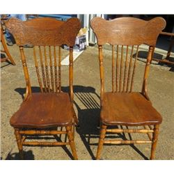 LOT OF 2 WOOD CHAIRS ( VINTAGE)