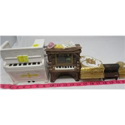 LOT OF MISC MUSIC BOXES AND MINIATURE PIANOS