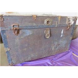 STEAMER TRUNK (METAL) *HAS RUST*