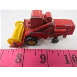 DINKY SIZE TRACTOR (MASSEY HARRIS)