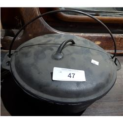 ANTIQUE CAST IRON DUTCH OVEN