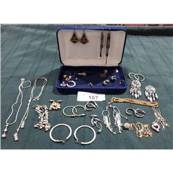 COLLECTION OF ESTATE JEWELRY IN NECKLACE BOX