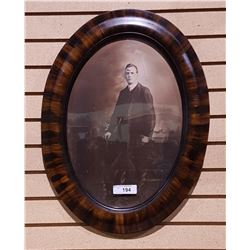 ANTIQUE BLACK/WHITE PHOTO IN BUBBLE GLASS FRAME