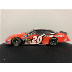 EXCLUSIVE NASCAR COLLECTION! LIMITED EDITION AUTHENTIC RACING COLLECTABLE #20 TONY STEWART 1:24 SCAL