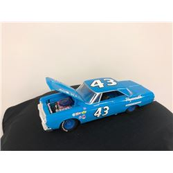 EXCLUSIVE NASCAR COLLECTION! LIMITED EDITION AUTHENTIC RACING COLLECTABLE #43 RICHARD PETTY 1:24 SCA